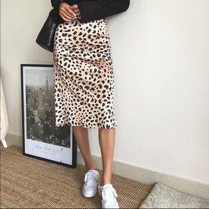 Leopard pattern skirt